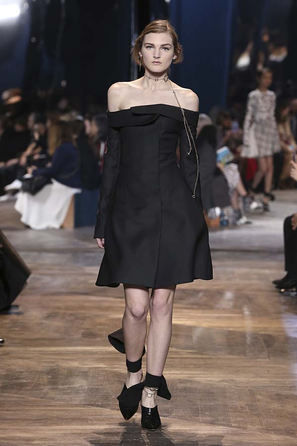 dior-spring-summer-2016-couture-outfit-5-fashion-week-black-dress