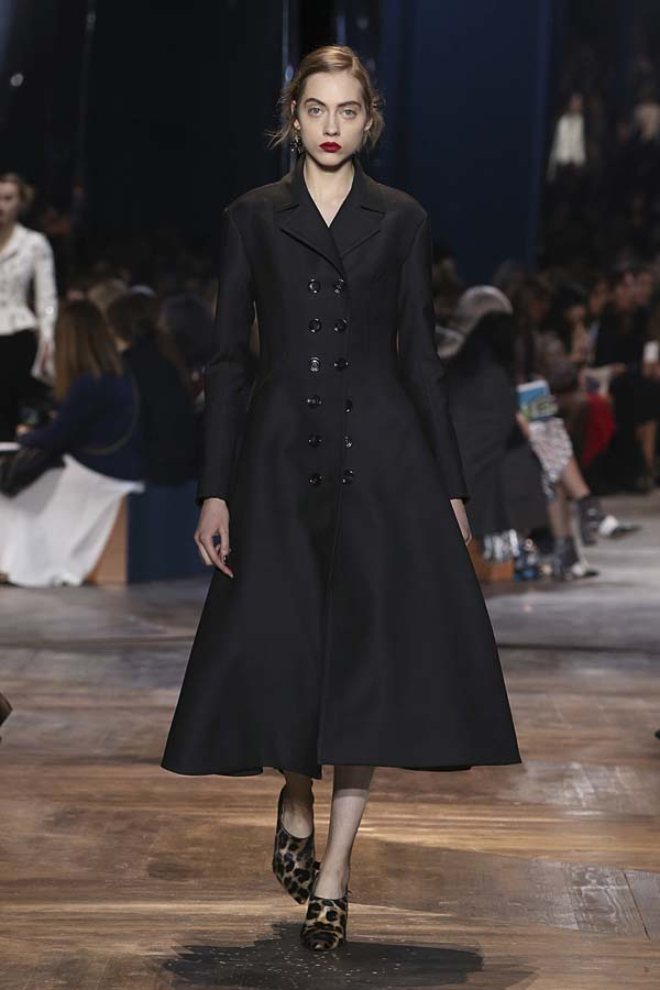 dior-spring-summer-2016-couture-outfit-50-black-overcoat-dress