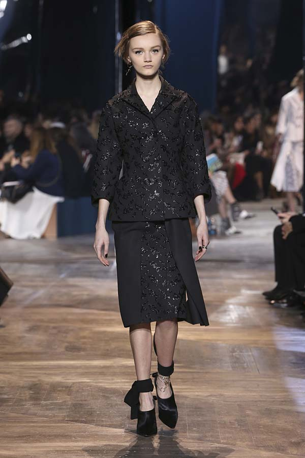 dior-spring-summer-2016-couture-outfit-9-black-skirt-suit-embroidery