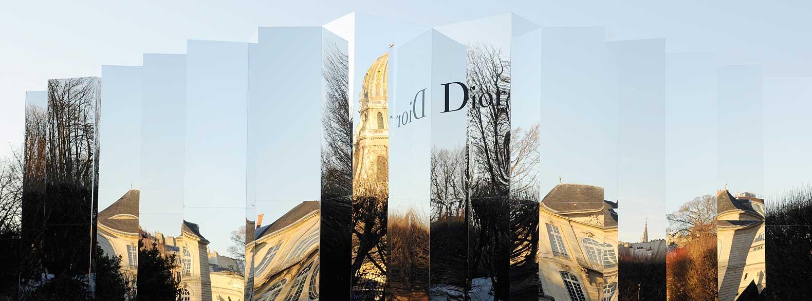 dior-spring-summer-2016-mirror-venue-fashion-show-1