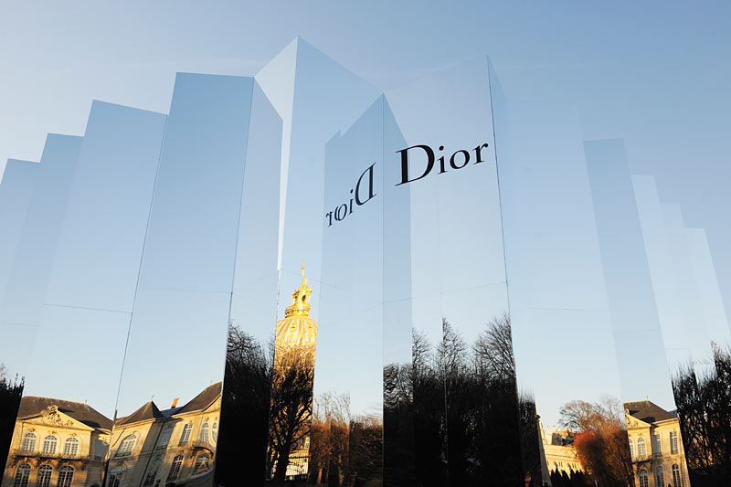 dior-spring-summer-2016-mirror-venue-fashion-show
