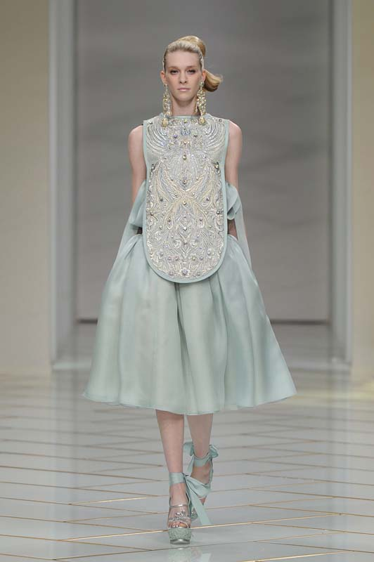 guo-pei-spring-summer-2016-couture-show-dress-1-light-blue-silk-bib-embroidery