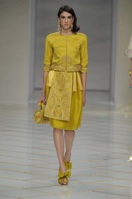 guo-pei-spring-summer-2016-couture-show-dress-27-mustard-gold-jacket-skirt-top