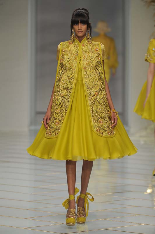 guo-pei-spring-summer-2016-couture-show-dress-31-party-flared-mustard-gold-different