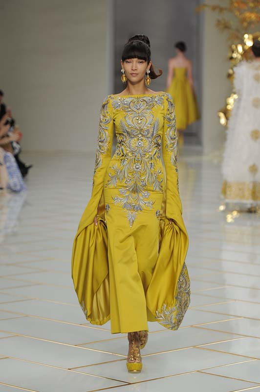 guo-pei-spring-summer-2016-couture-show-dress-34-outfits-mustard-gold-blue-embroidered