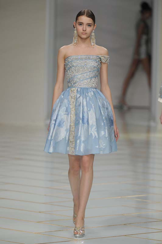 guo-pei-spring-summer-2016-couture-show-dress-7-strapless-blue-flared-dress-earrings