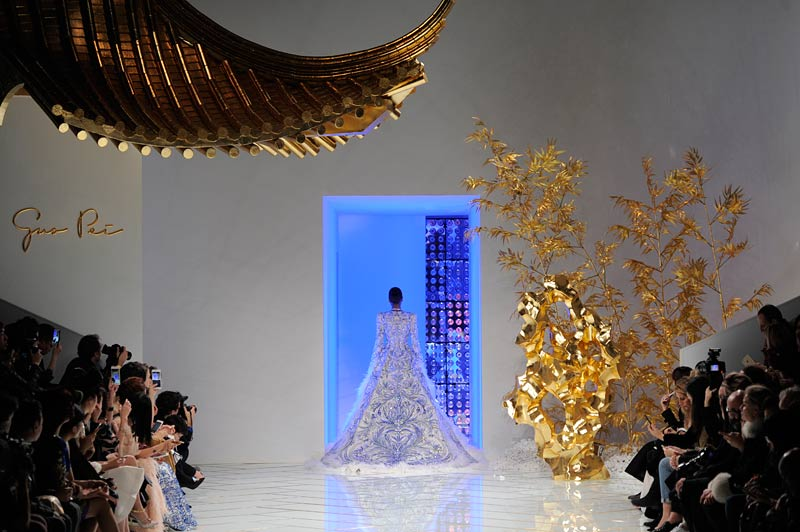 guo-pei-spring-summer-2016-couture-show-dress-gown-runway
