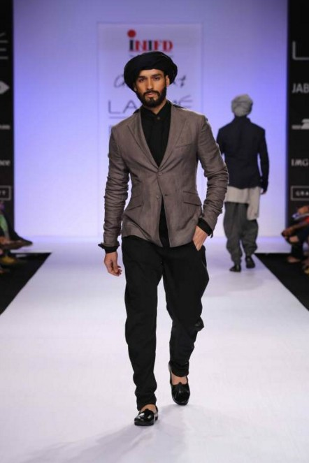 indian-men-traditional-wedding-marriage-outfit-dress-clothing-grey-jacket-turban-ujjwal-dubey