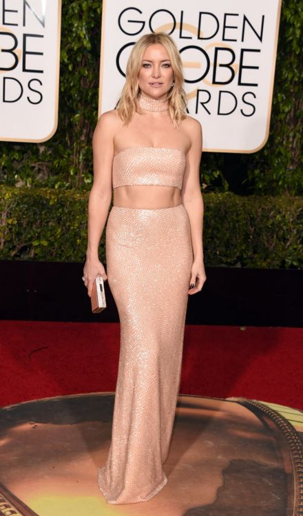 kate-hudson-rose-gold-michael-kors-two-piece-gown-crop-top-golden-globe-awards-2016-celebrity-red-carpet-dresses