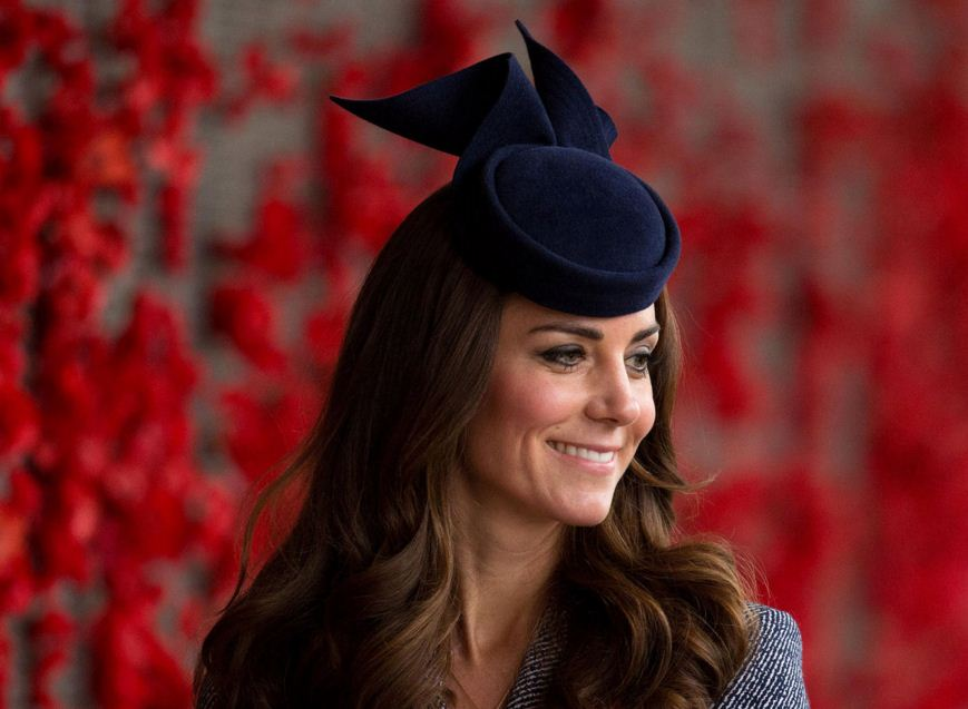 kate-middleton-best-Black-hat-small-navy-ribbon-style-celeb-dutches-look-fashion