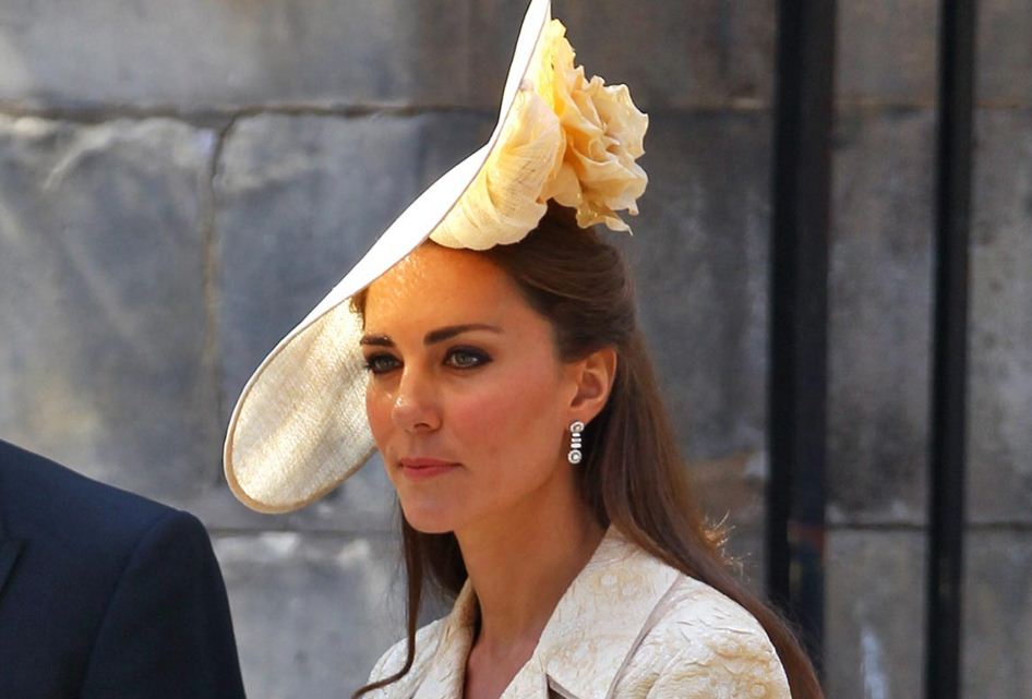kate-middleton-best-hats-large-rose-white-yellow-hat-celeb-princess-look