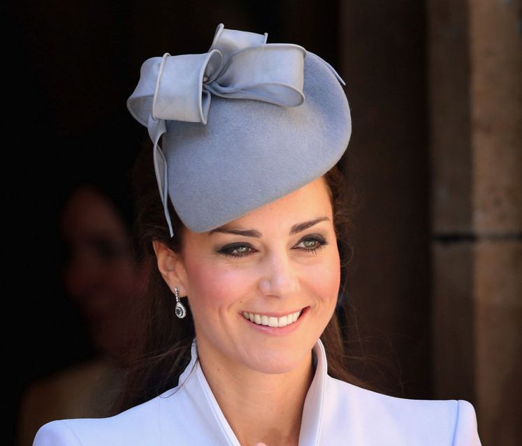 kate-middleton-best-light-blue-bow-ribbon-hat-designer-fashion-celeb-princess-look
