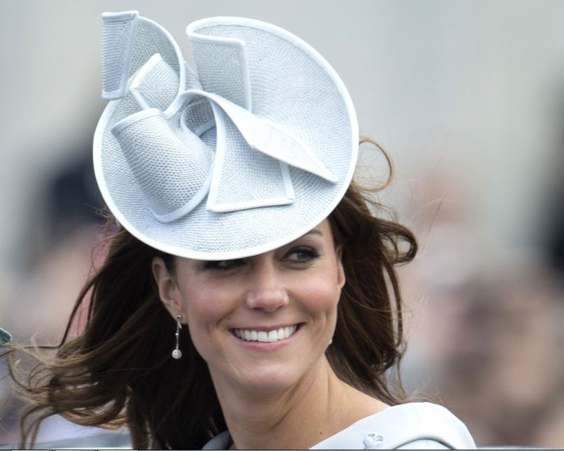 kate-middleton-best-light-blue-color-decorative-bow-hat-dutchess-style-celeb-princess-look-fashion
