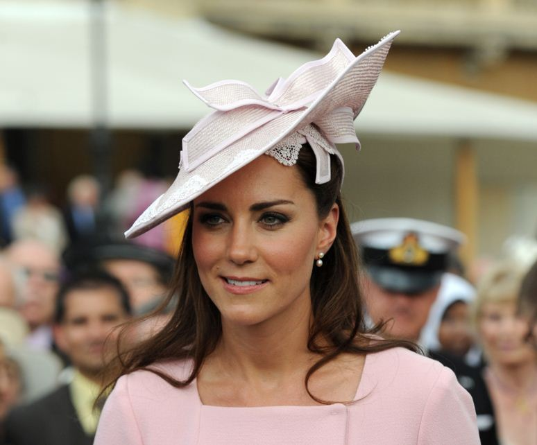 kate-middleton-best-pink-hat-bow-lace-celeb-princess-look-fashion-embroidery