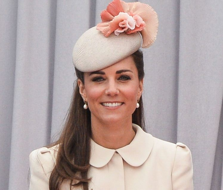 kate-middleton-best-rose-beige-peach-colour-flower-celeb-princess-look