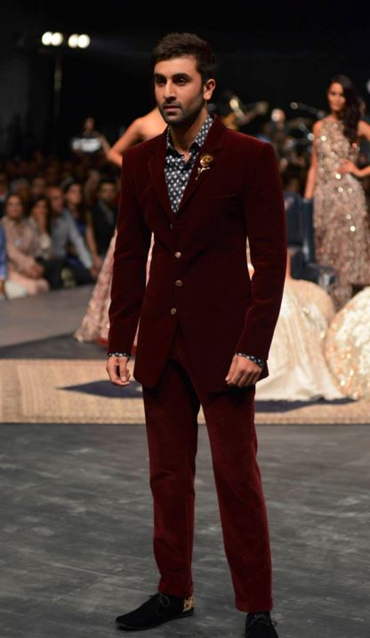 ranbir-kapoor-manish-malhotra-lakme-fashion-week-winter-2016-mens-fashion-menswear-ethnic-burgundy-suit-velvet-wedding