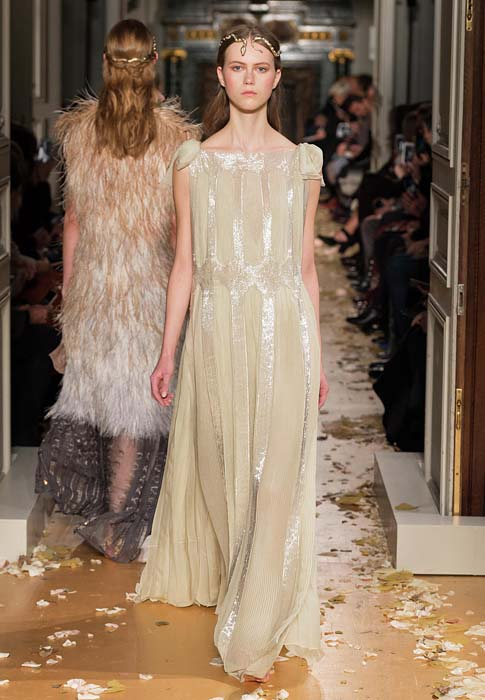 valentino-spring-2016-couture-dress-pfw-ss16-52-beige-eggshell-gown-headress