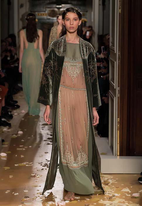 valentino-spring-2016-couture-dress-pfw-ss16-63-grey-gown-velvet-robe