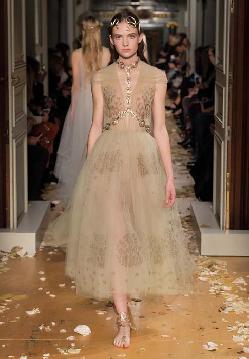 valentino-spring-2016-couture-dress-pfw-ss16-66-beige-sheer-tulle-midi-jewelry