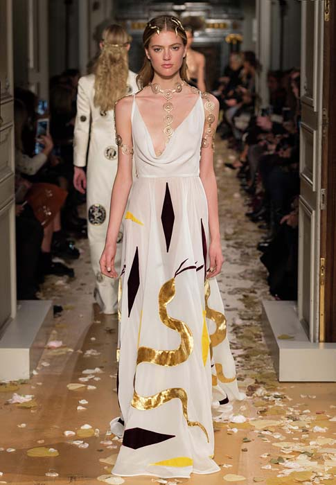 valentino-spring-2016-couture-dress-pfw-ss16-71-white-snake-motif-yellow-jewelry-necklace