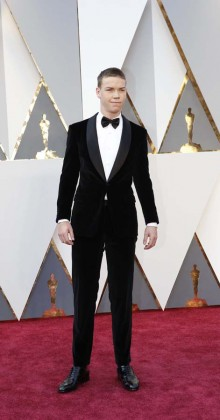Will Poulter-Oscars-awards-Red-carpet-2016-mens-fashion-best-looks-tux