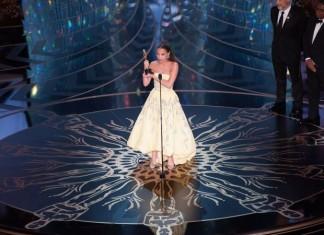 alicia-vikander-receiving-oscar-Oscars-awards-Red-carpet-2016-womens-fashion-best-dresses