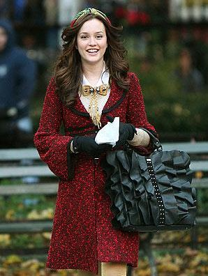 best-gossip-girl-winter-outfit-blair-waldorf-leighton-meester-black-ruffle-tote-red-jacket