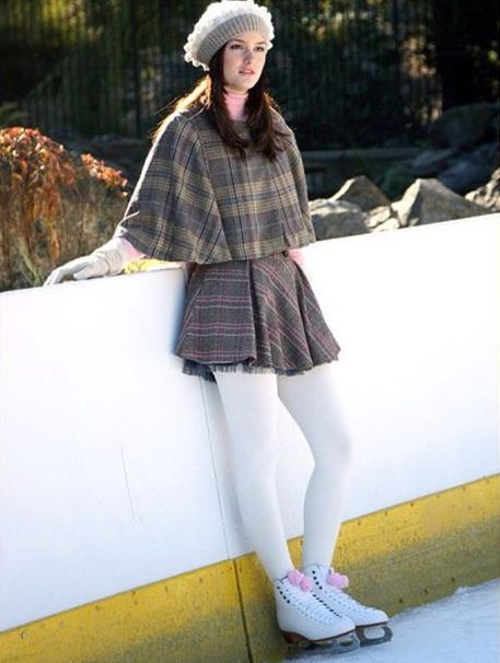 best-gossip-girl-winter-outfit-blair-waldorf-leighton-meester-ice-skating-cape-hat-skirt-tights