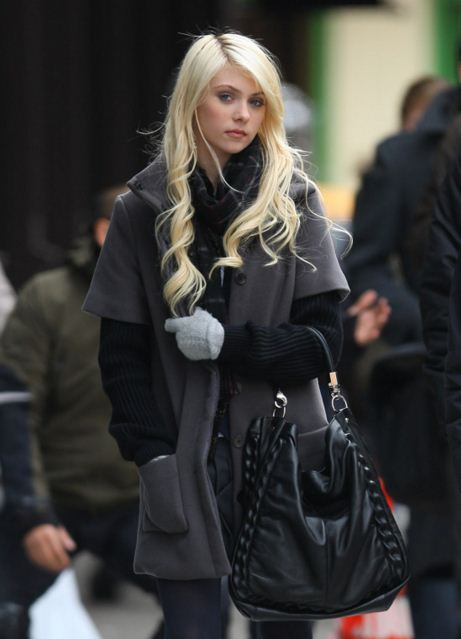 best-gossip-girl-winter-outfit-jenny-humprhrey-Taylor Momsen-jacket-coat-bag