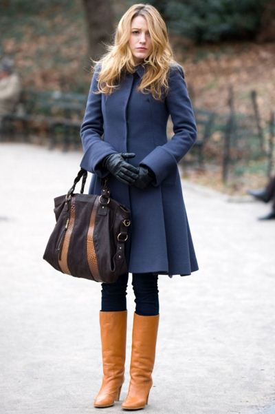 best-gossip-girl-winter-outfit-serena-van-der-woodsen-blake-lively-blue-coat-brown-boots