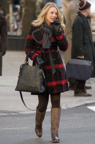 best-gossip-girl-winter-outfit-serena-van-der-woodsen-blake-lively-check-overcoat-boots