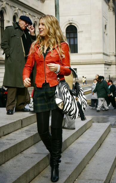 best-gossip-girl-winter-outfit-serena-van-der-woodsen-blake-lively-orange-leather-jackethigh-school