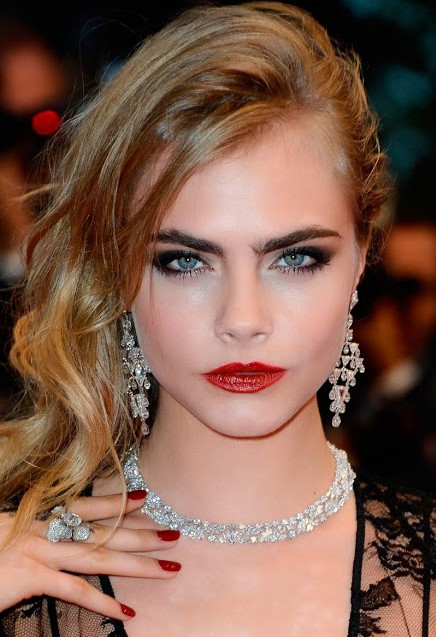 cara-delevingne-makeup-looks-super-model-hot-images-red-lipstick-red-carpet-look