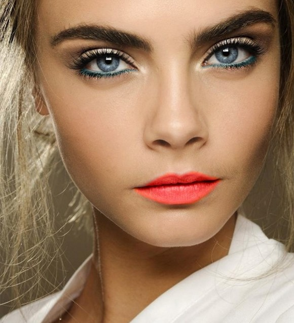 cara-delevingne-makeup-looks-super-model-hot-photos-japanese-blue-eyes-orange-lipstick