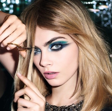 cara-delevingne-makeup-looks-super-model-hot-pics-barbie-blue-eye-shadow