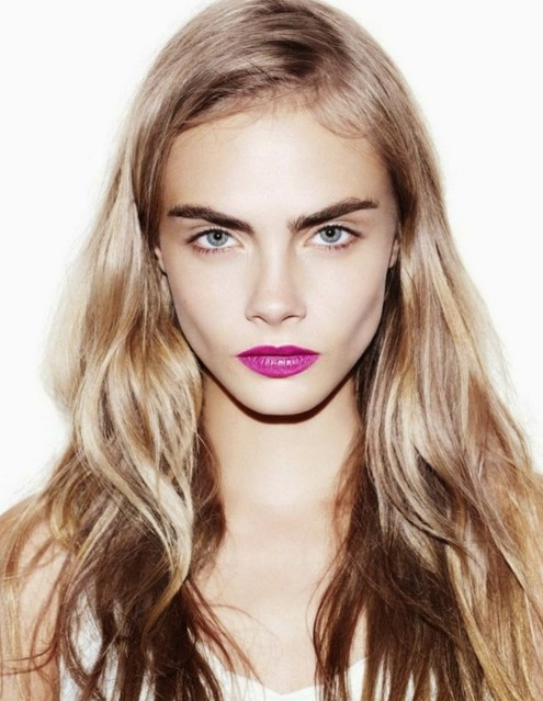 cara-delevingne-makeup-looks-super-model-hot-pics-purple-lipstick-blonde