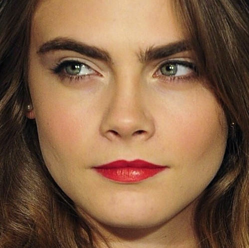 cara-delevingne-makeup-looks-super-model-hot-pics-red-lipstick-blush