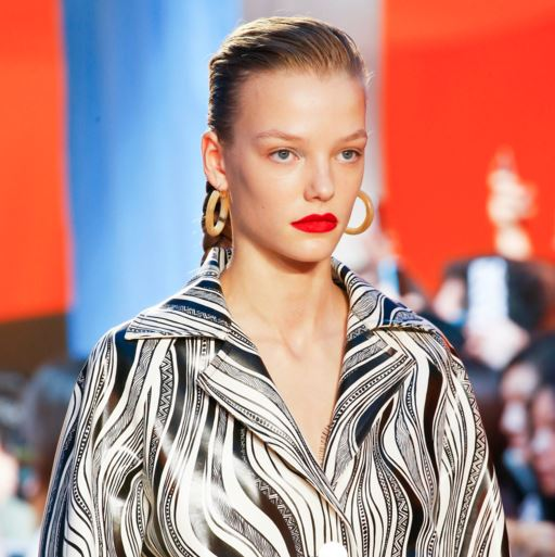 celine-latest-trends-makeup-styles spring-summer-2016-rtw-red-lipstick-beauty