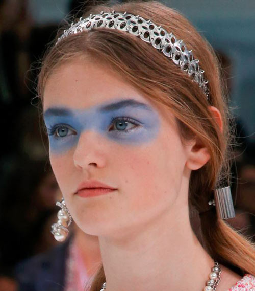 chanel-latest-trends-makeup-styles-spring-summer-2016-look-rtw-blue-eye-shadow
