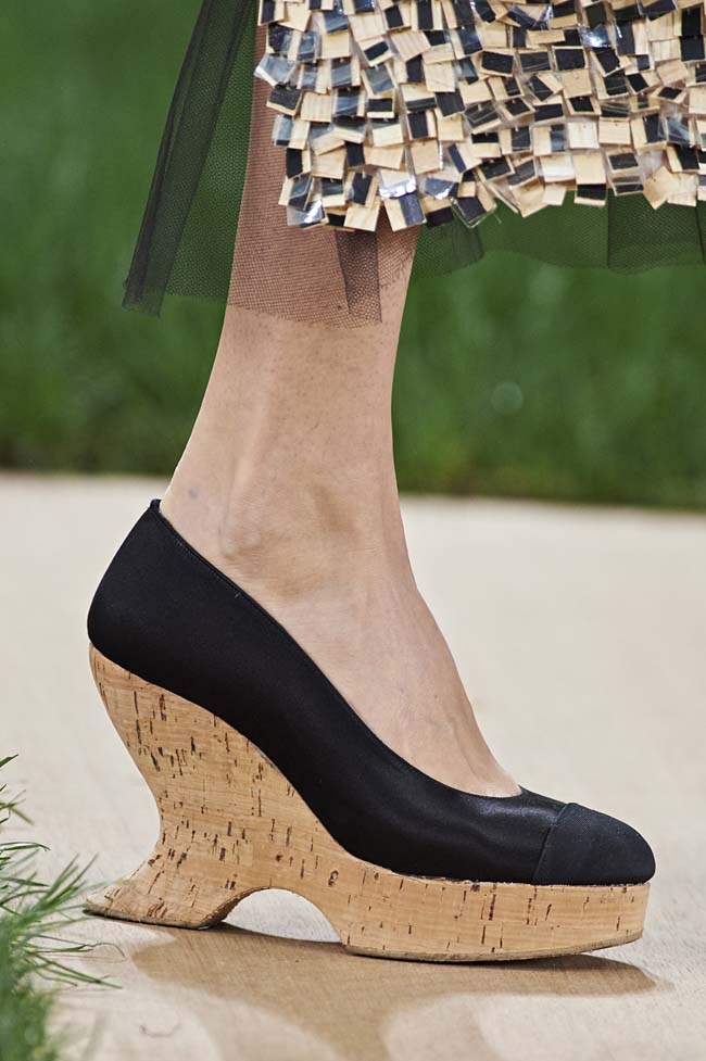 chanel-spring-2016-couture-fashion-show-ss16-detail-black-wedges-design