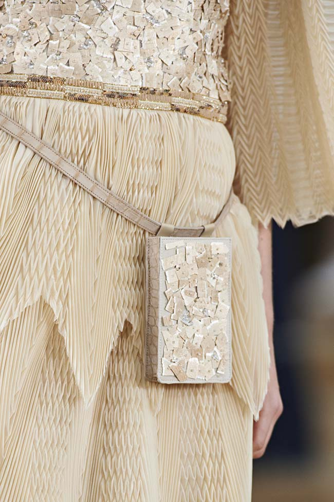 chanel-spring-2016-couture-fashion-show-ss16-detail-fanny-pack-beige