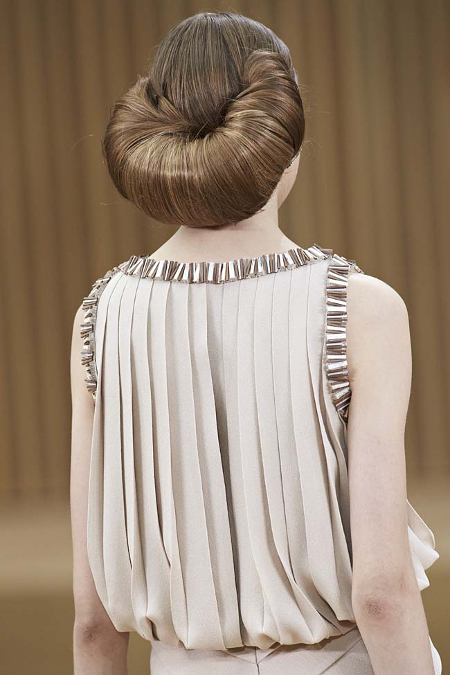 chanel-spring-2016-couture-fashion-show-ss16-detail-hairstyle-poofy