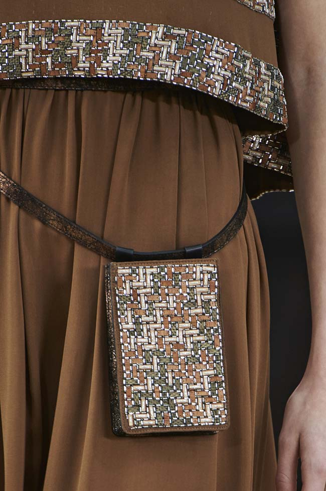 chanel-spring-2016-couture-fashion-show-ss16-detail-japanese smartphone-pouch