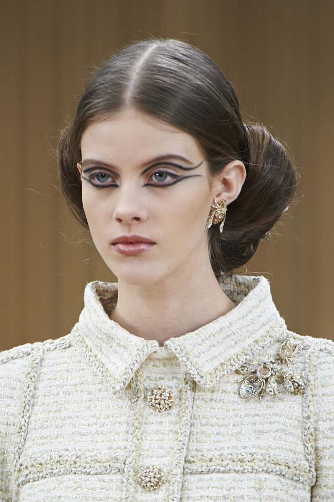 chanel-spring-2016-couture-fashion-show-ss16-detail-makeup-hairstyle