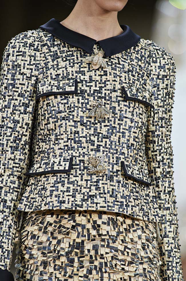 chanel-spring-2016-couture-fashion-show-ss16-detail-tweed-suit-bug-button