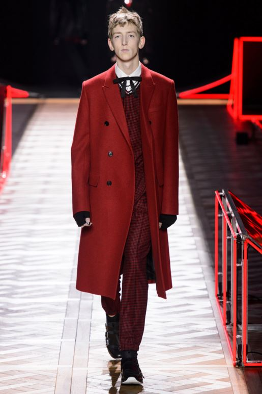 dior-red-long-coat-mens-latest-fashion-trends-fall-2016-fashion-show-2017