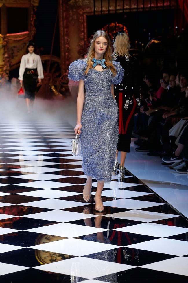 dolce-and-gabbana-fall-winter-2016-17-women-fashion-show-runway-02-