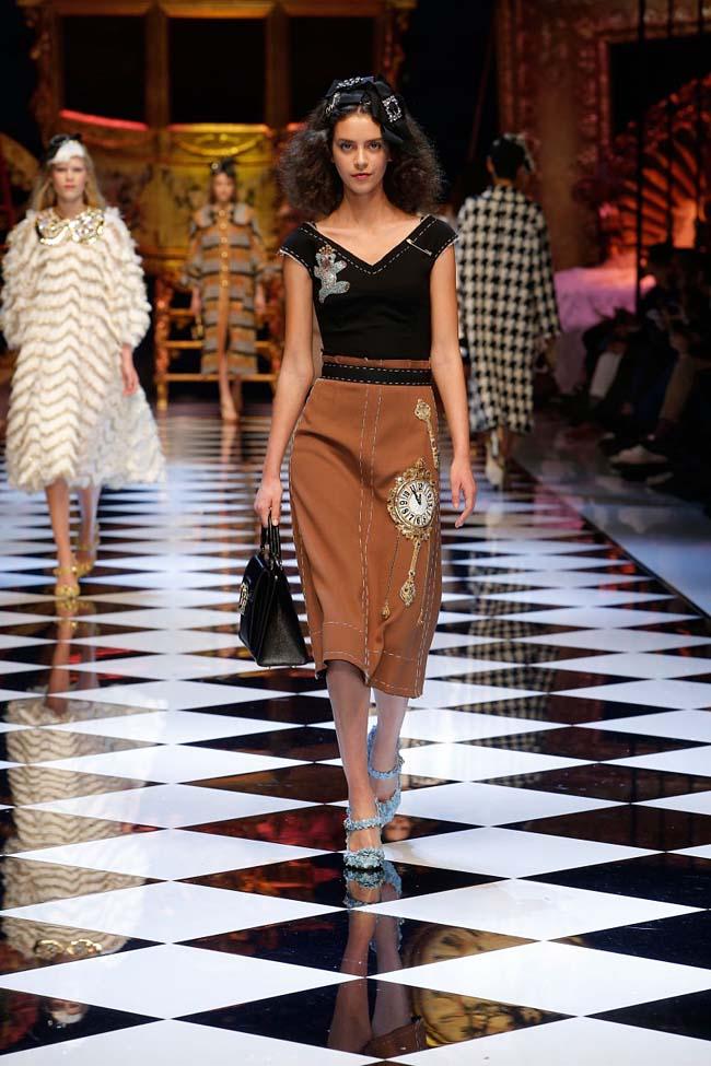 dolce-and-gabbana-fall-winter-2016-17-women-fashion-show-runway-08-