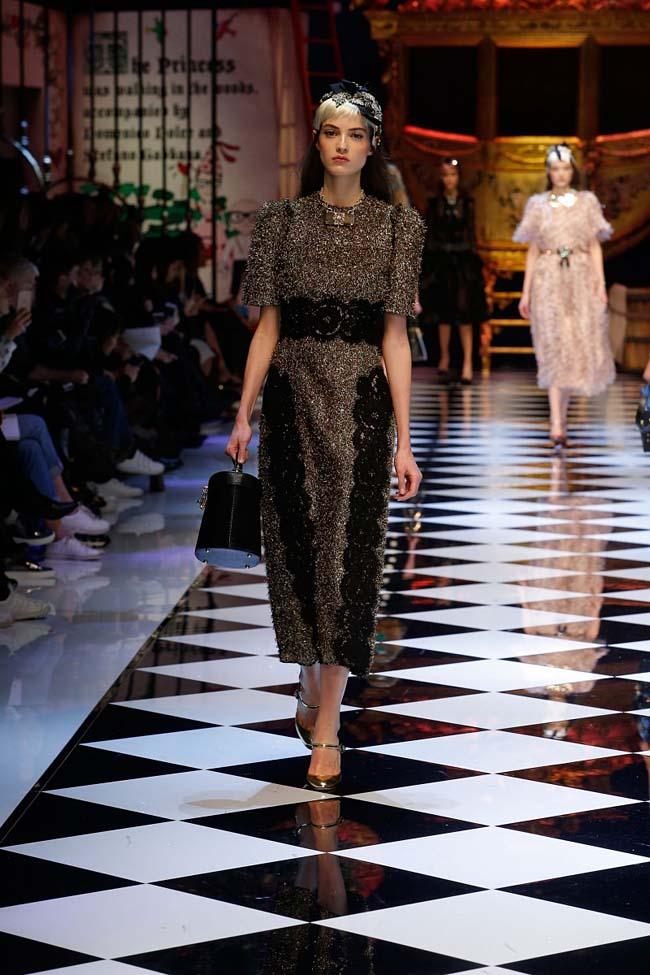 dolce-and-gabbana-fall-winter-2016-17-women-fashion-show-runway-30-