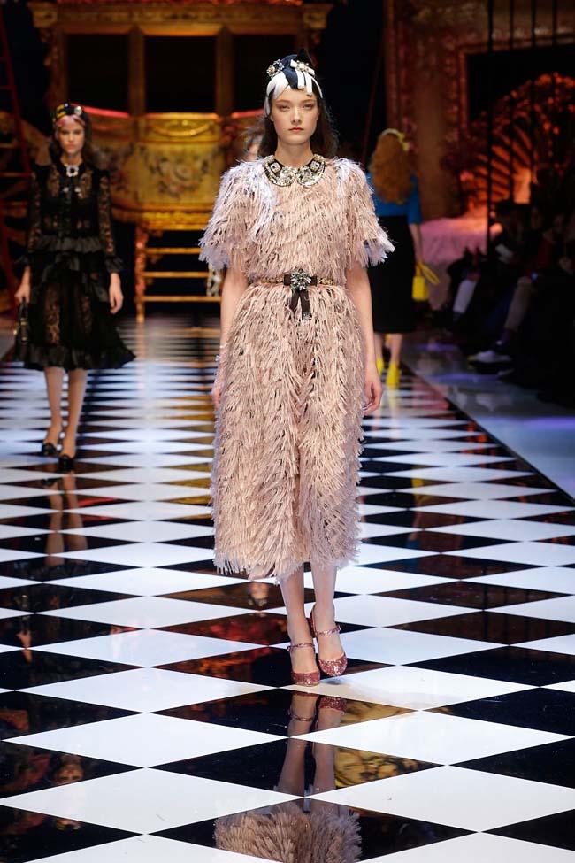 dolce-and-gabbana-fall-winter-2016-17-women-fashion-show-runway-32-